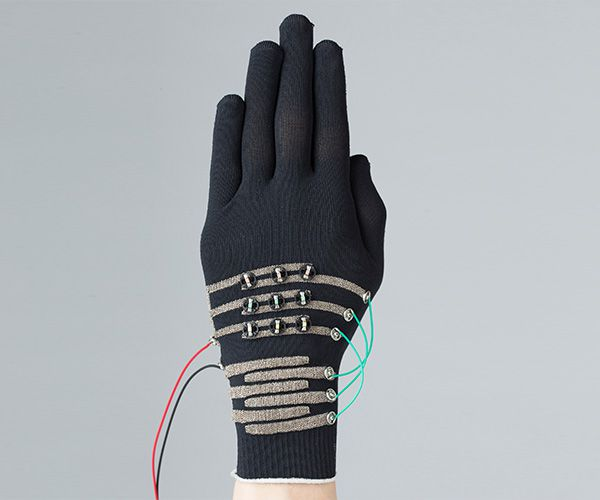 Power storage light-emitting gloves